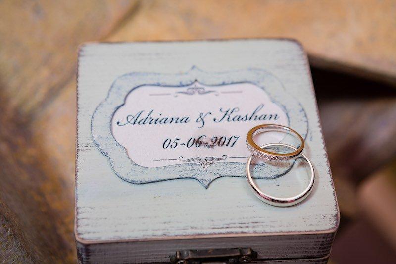 anillo de compromiso y matrimonio