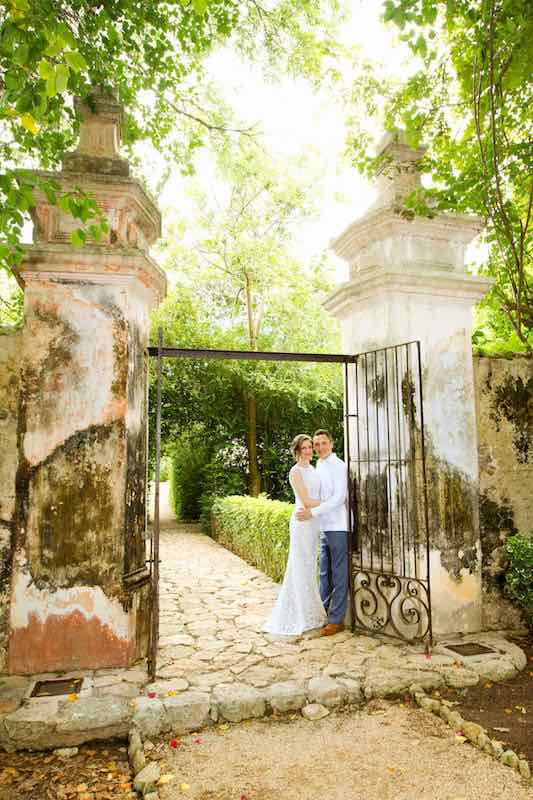 wedding couple at hacienda itzincab