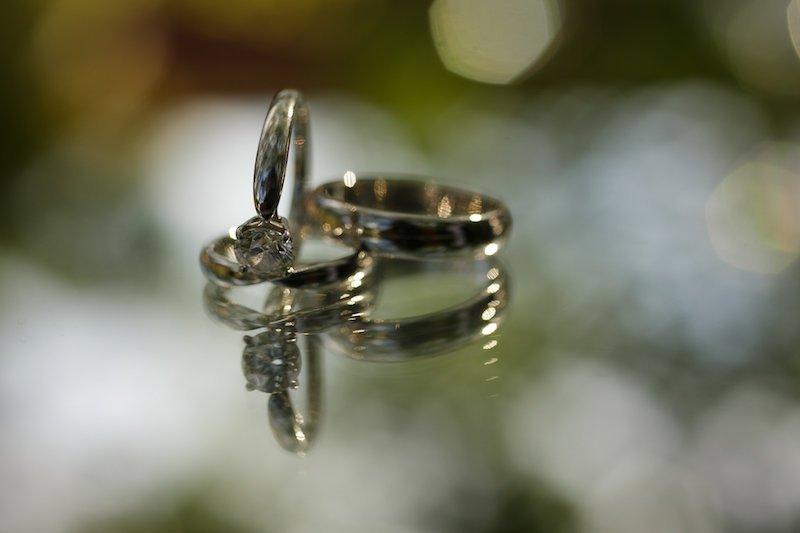 anillo de compromiso y boda