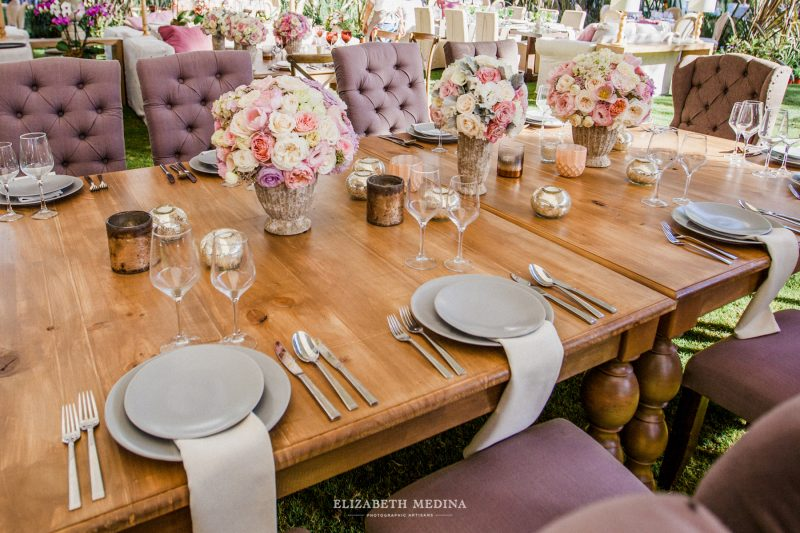 beautiful wedding table and chairs decoration