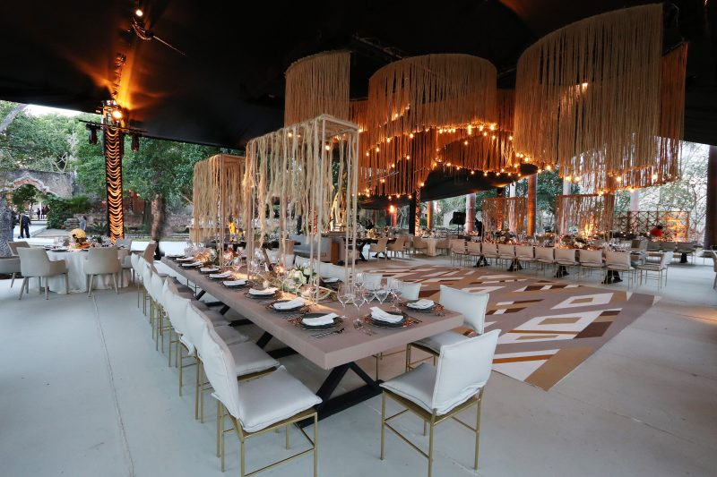 elegant wedding table and chairs decoration