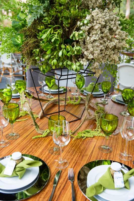 Green decoration for a beach wedding