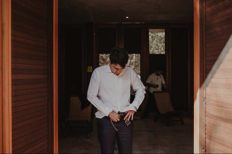 wedding hacienda Tanchem yucatan groom getting ready