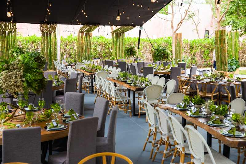 Green decor for wedding in Cancun