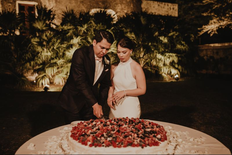 wedding hacienda Tanchem yucatan big cake