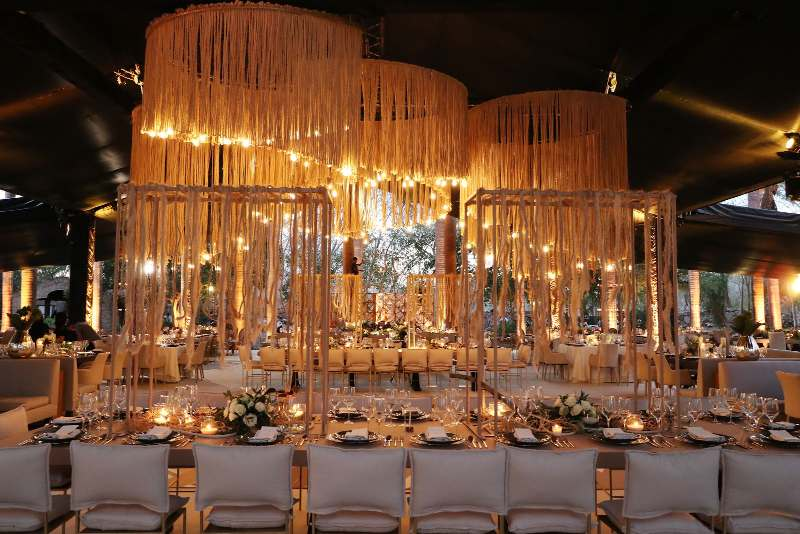 Decoration in golden tones for weddings in Cancun