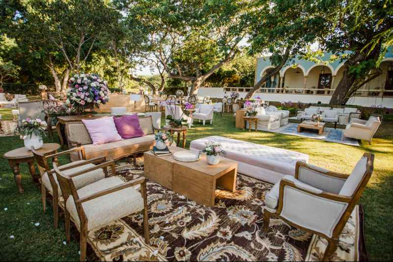 Vintage furniture for a wedding in Cancun