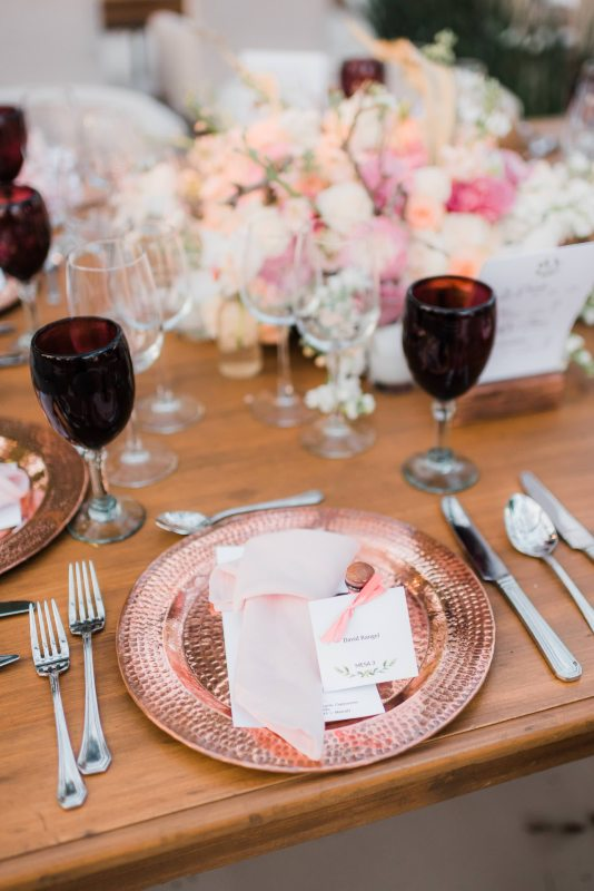 Decoration in shades of pink for wedding furniture in Cancun