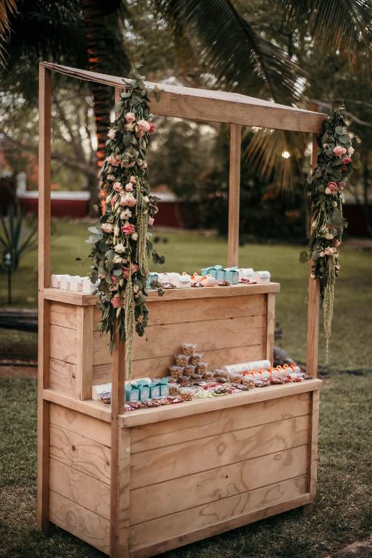Vintage decor for weddings in Cancun