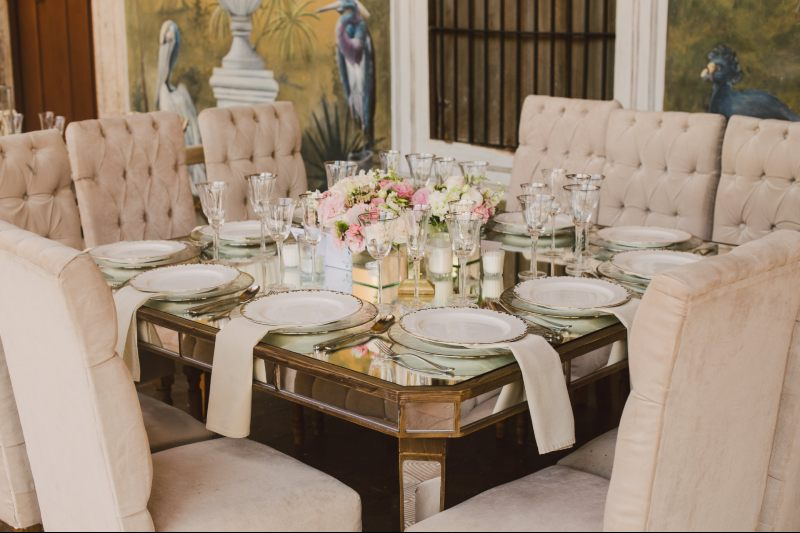 Vintage furniture for your wedding in Cancun