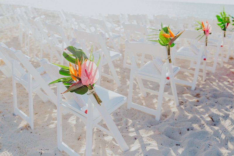 Wedding furniture in Cancun in shades of white