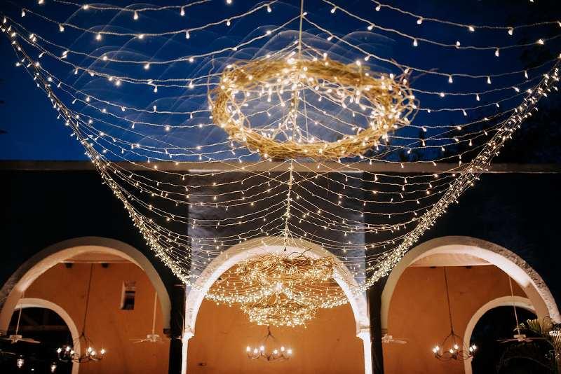 Beautiful chandelier for weddings in Cancun