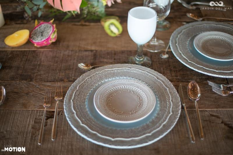 Vintage dishes for a wedding in Cancun