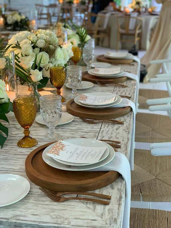 Lovely decoration in white tones