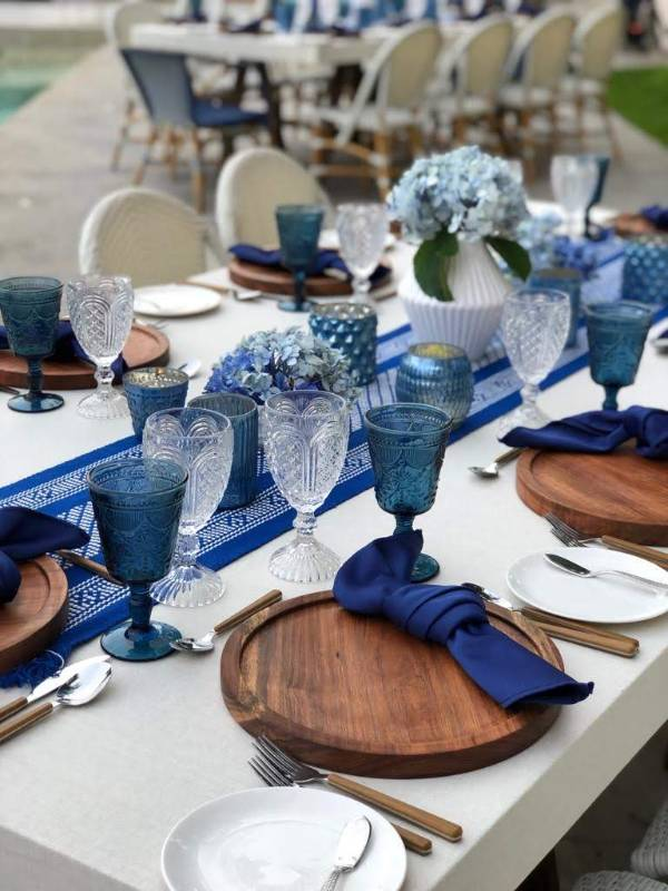 Decoration in blue tones for a vintage wedding
