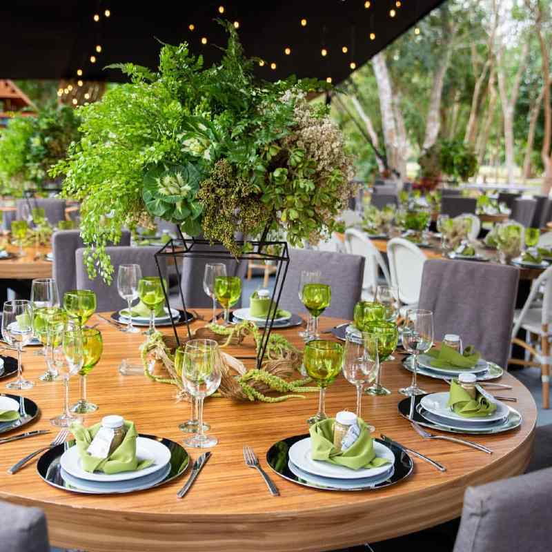 Decoration in shades of green for wedding in Cancun