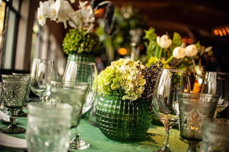 Decoration in green tones for a vintage wedding