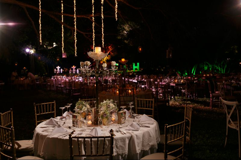 Beautiful decoration for an evening wedding in Cancun.