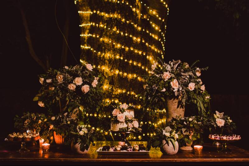 Decoration with flowers in pink tones