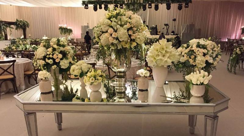 White decoration for vintage weddings
