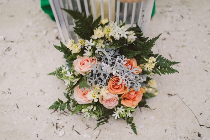 Beautiful flowers for beach weddings