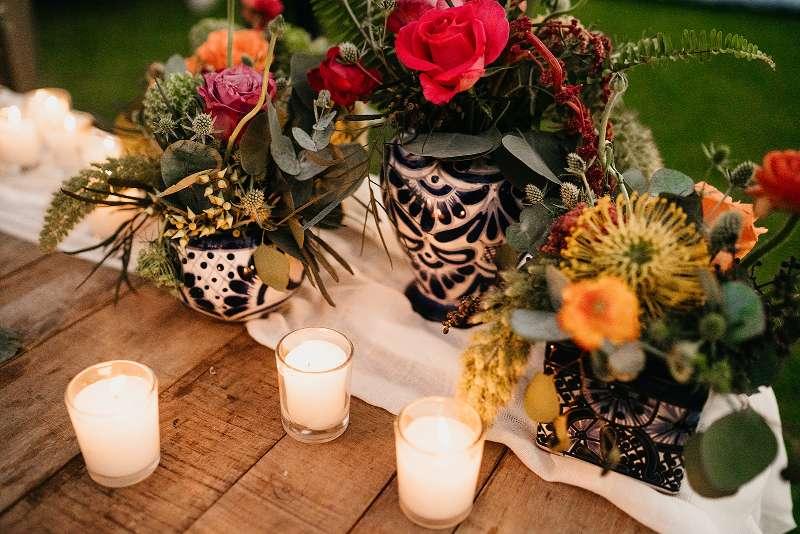 arreglos de flores con detalles mexicanos