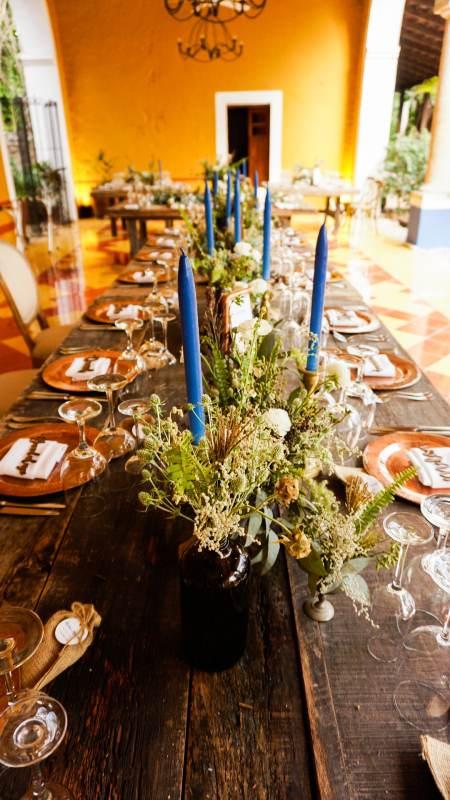 centro de mesa con decoraciones azul